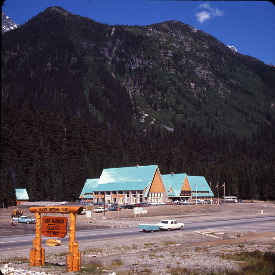 Northlander Motel, Rogers Pass [DC2-86]