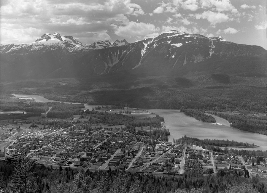 Revelstoke from Viewpoint [DN-20]