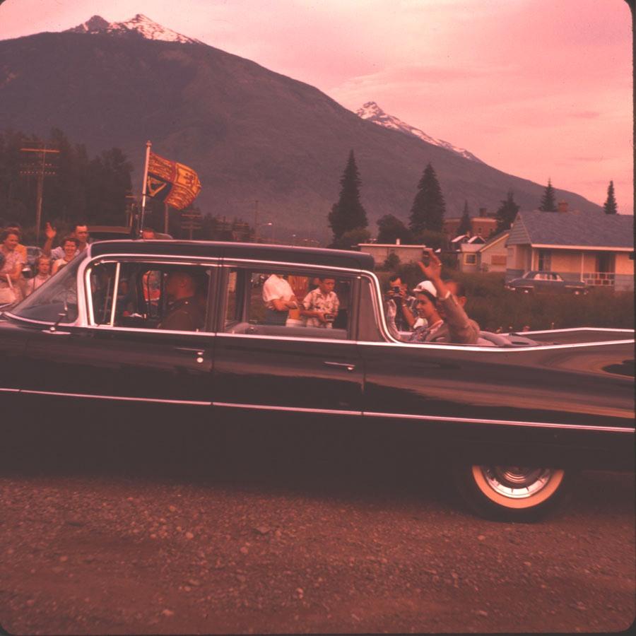 Royal Visit Queen Elizabeth II [DC2-99]