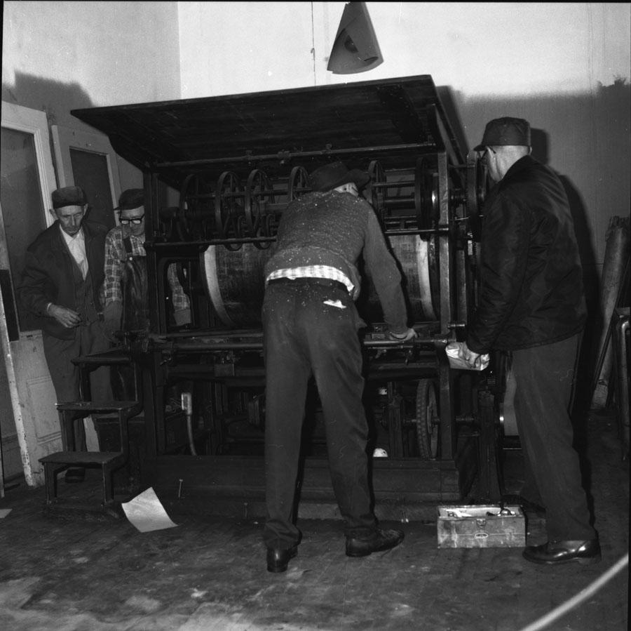 Dismantling Old Printing Press [DN-212]