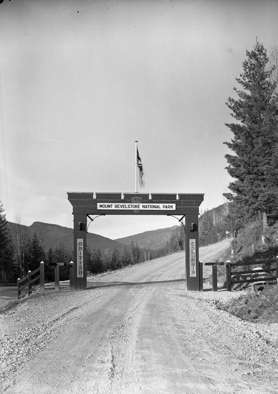 Entrance to Mt. Revelstoke Park [DN-40]