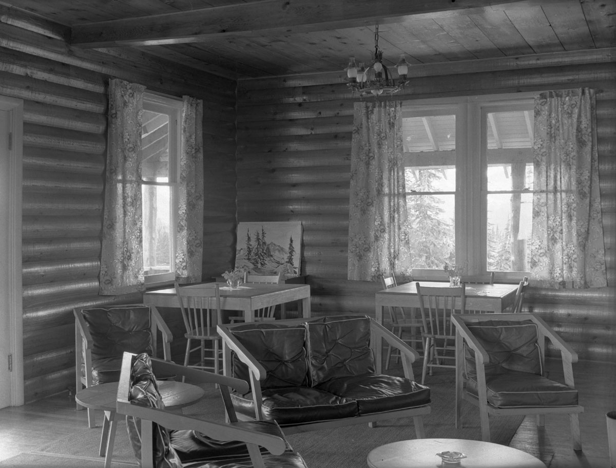 Interior of Heather Lodge [DN-368]