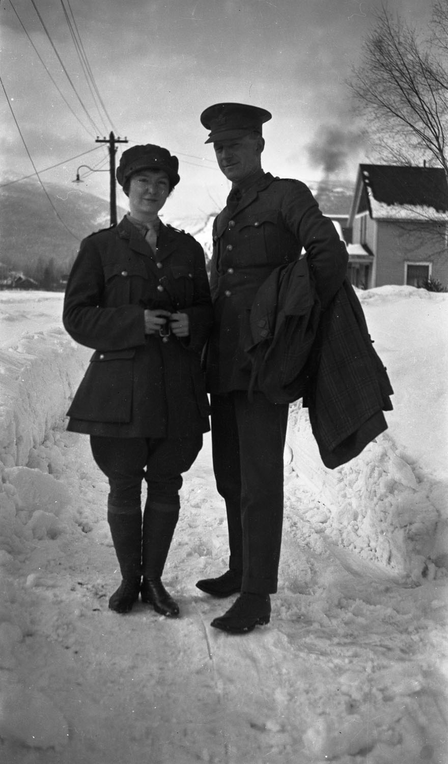 Unknown Man and Woman in Uniform [DN-635]