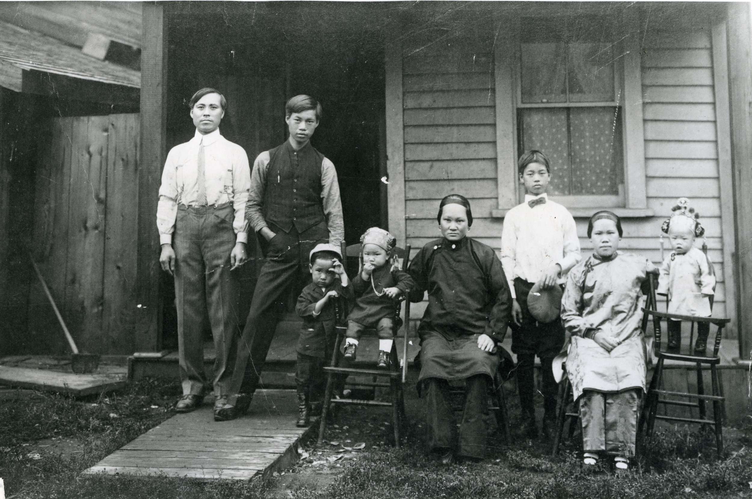 Wong Kwong at left, Yee Von Kwong seated in centre, and their children Sam and Jean to her left, circa 1914.
