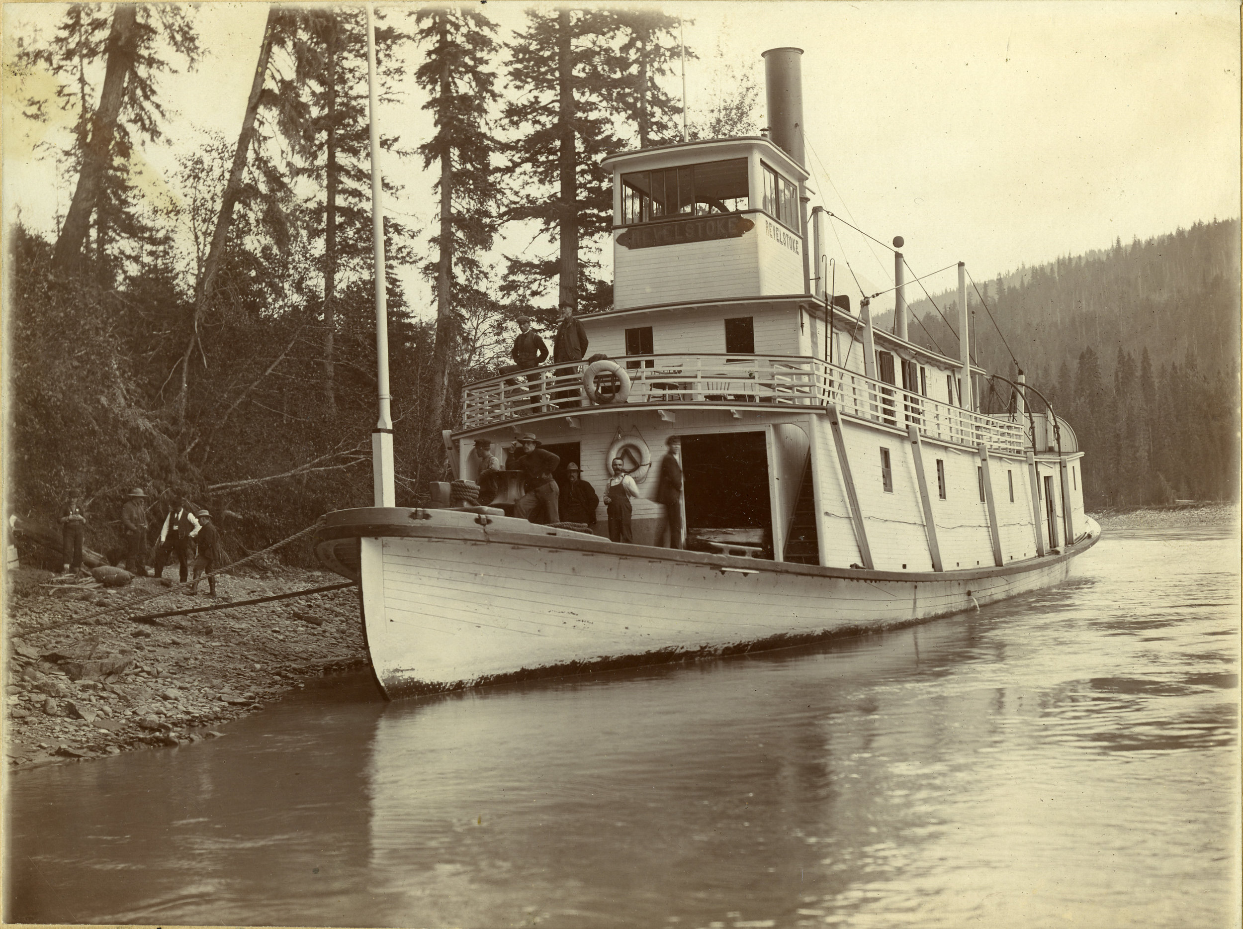 SS Revelstoke at Downie Creek, 1905.