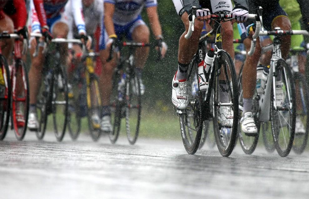 cycling_rain_tdf09.jpg