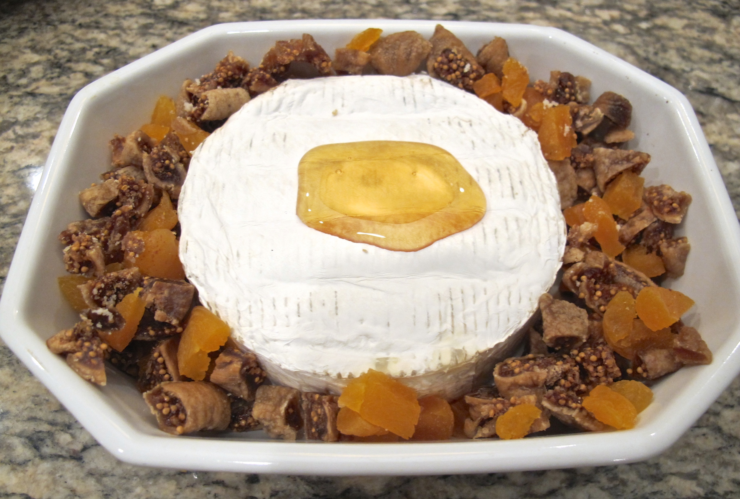 baked brie with apricots and figs