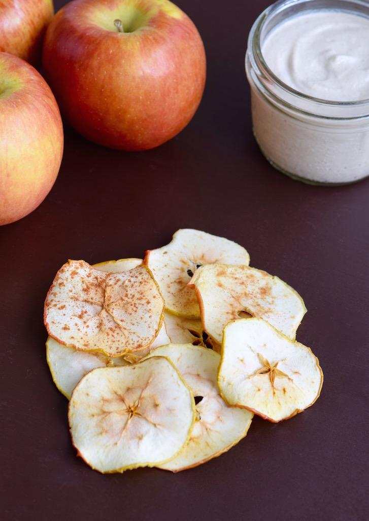 Apple Chips with Apple Cinnamon Dip | TastingPage.com
