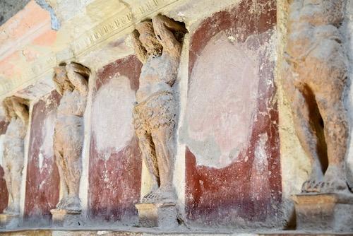 Pompeii Italy statues.jpg