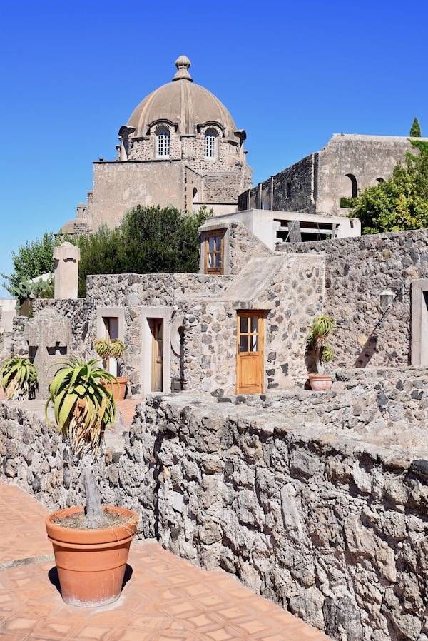 Castle Aragonese Ischia Ponte.jpg