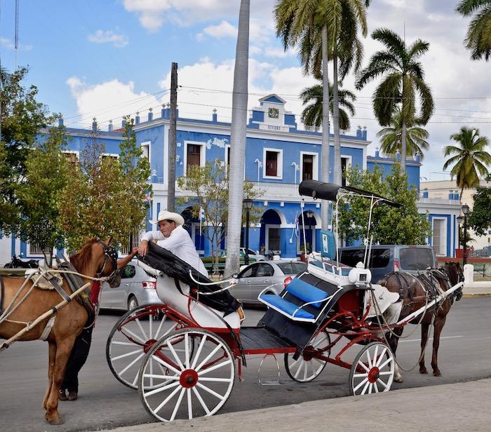 Cienfuegos Cuba horse buggy.jpg