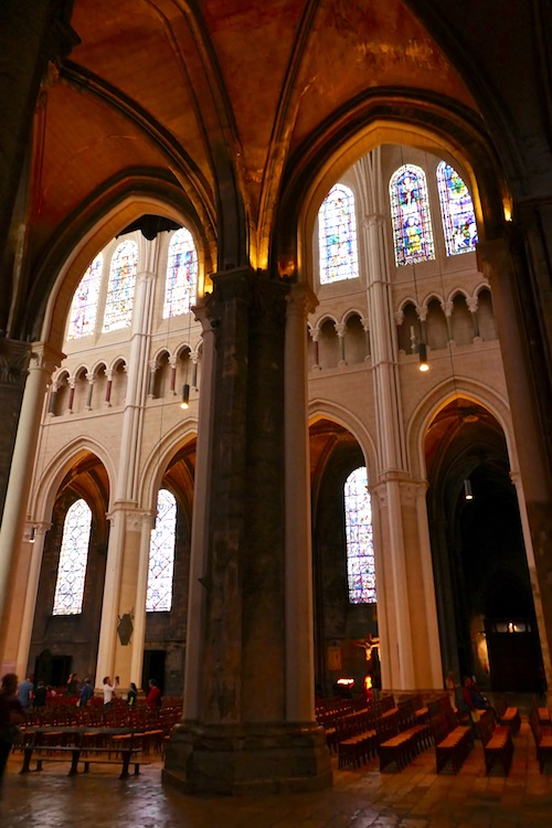 Chartres Cathedral Notre Dame arches.jpg