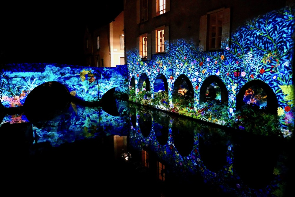 Gorgeous light show water Chartres.jpg