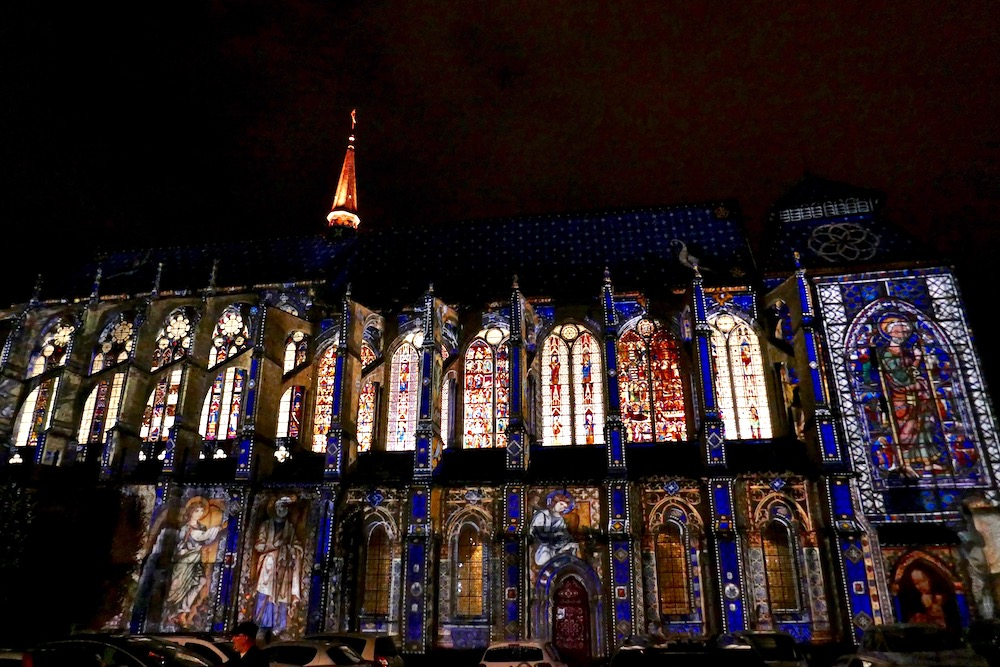 Chartres France chuch illumination.jpg