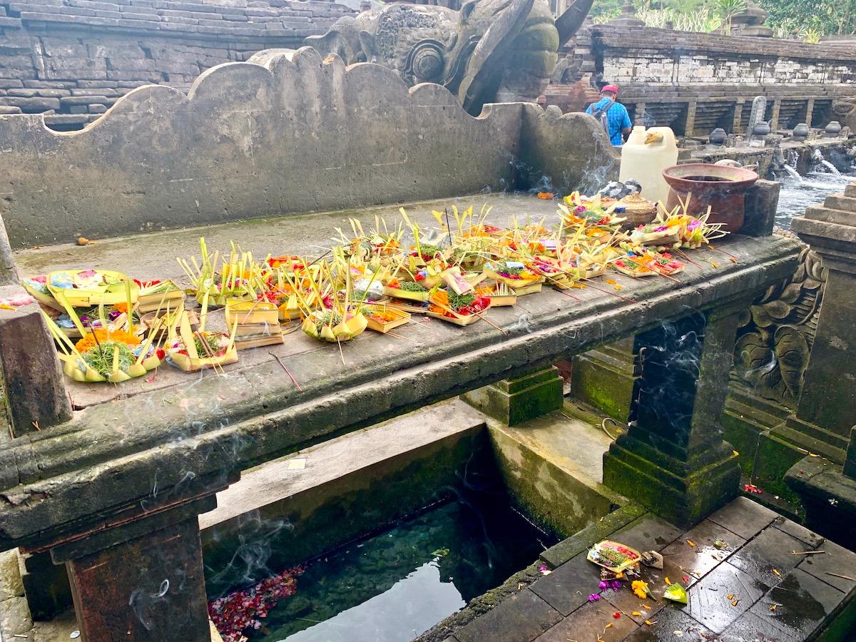 Pura Tirtha Empul offerings