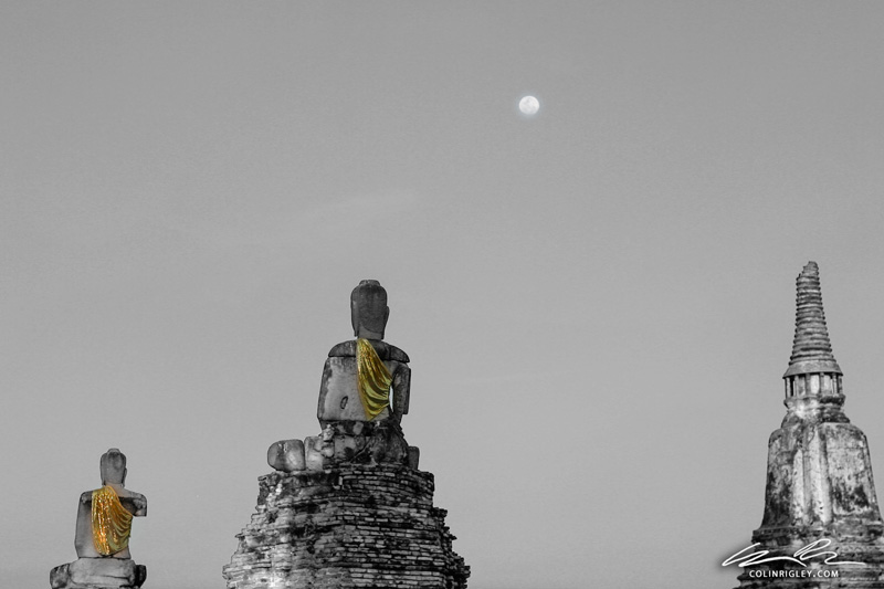 Thailand_Ayutthaya_Statues-and-Moon.jpg