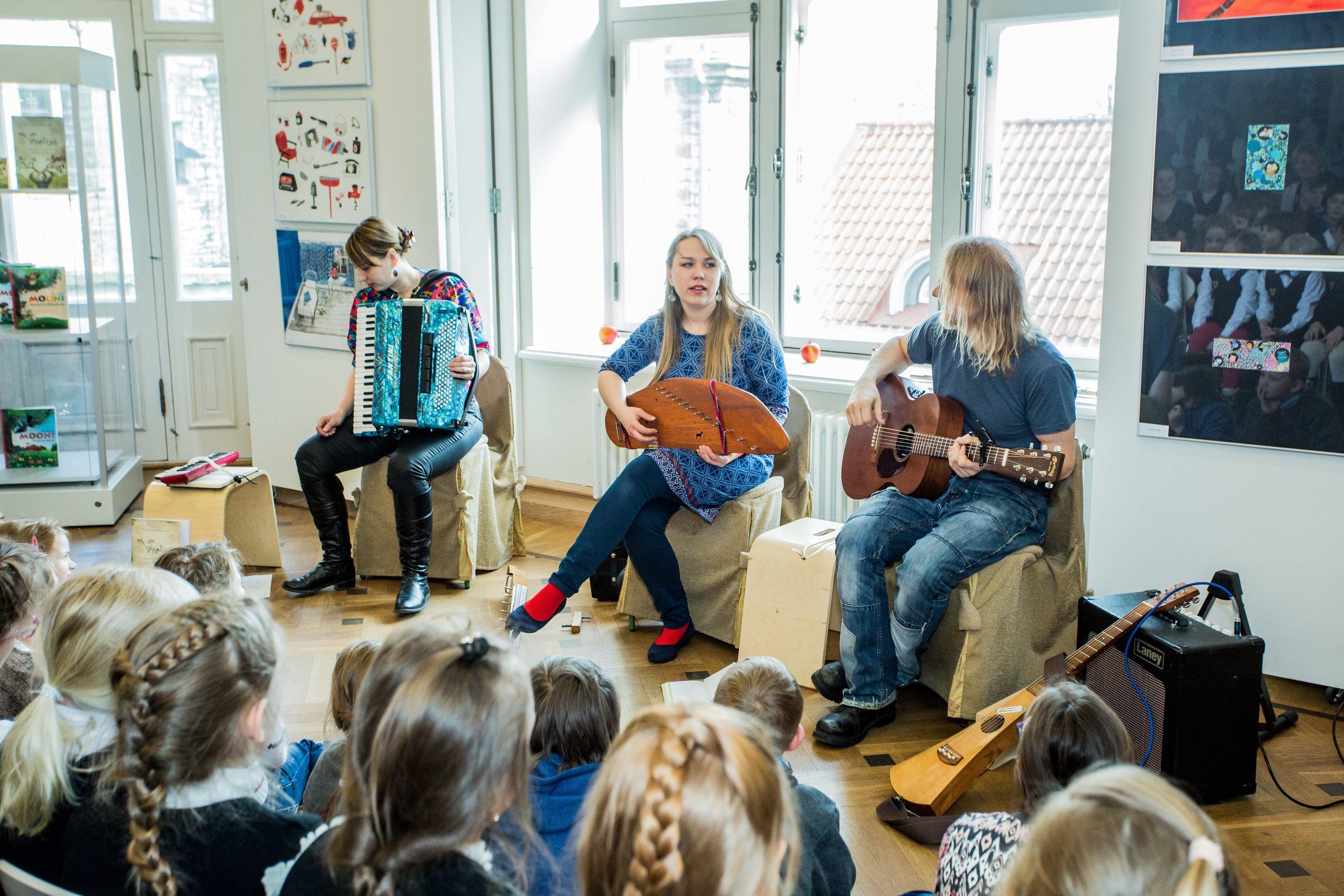 Upa-upa concert and workshop in Children Literature Center in Tallinn.