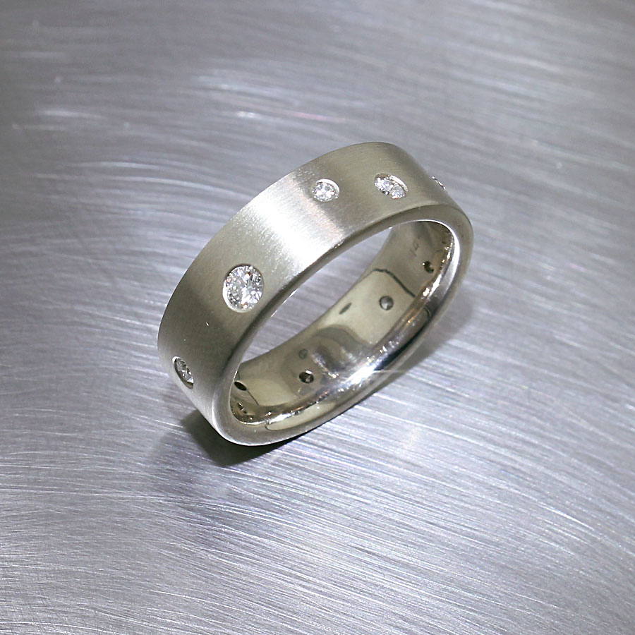 Item #21110040: Ladies' Comfort Fit Band w/ Sprinkling of Diamonds, 14KW Gold