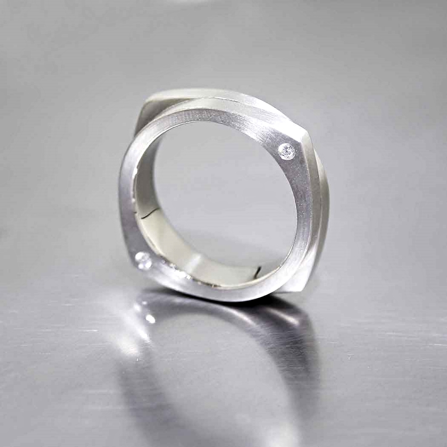 Style #21110091: Orbital Double-Layer Band w/ Diamonds Flush-Set into the Sides