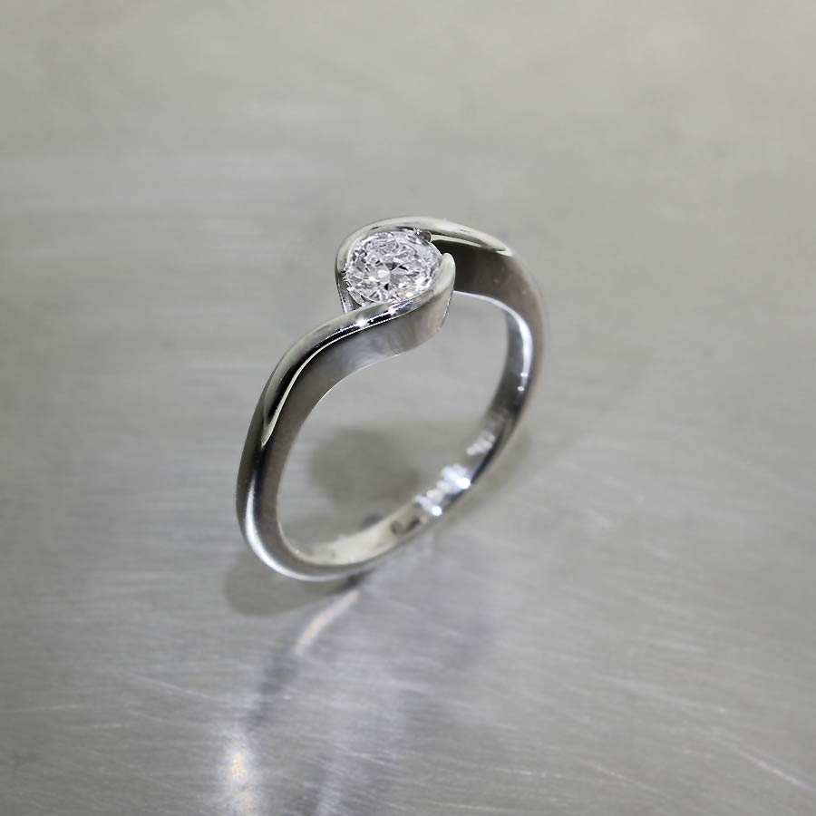 Diamond Bypass Solitaire, Platinum
