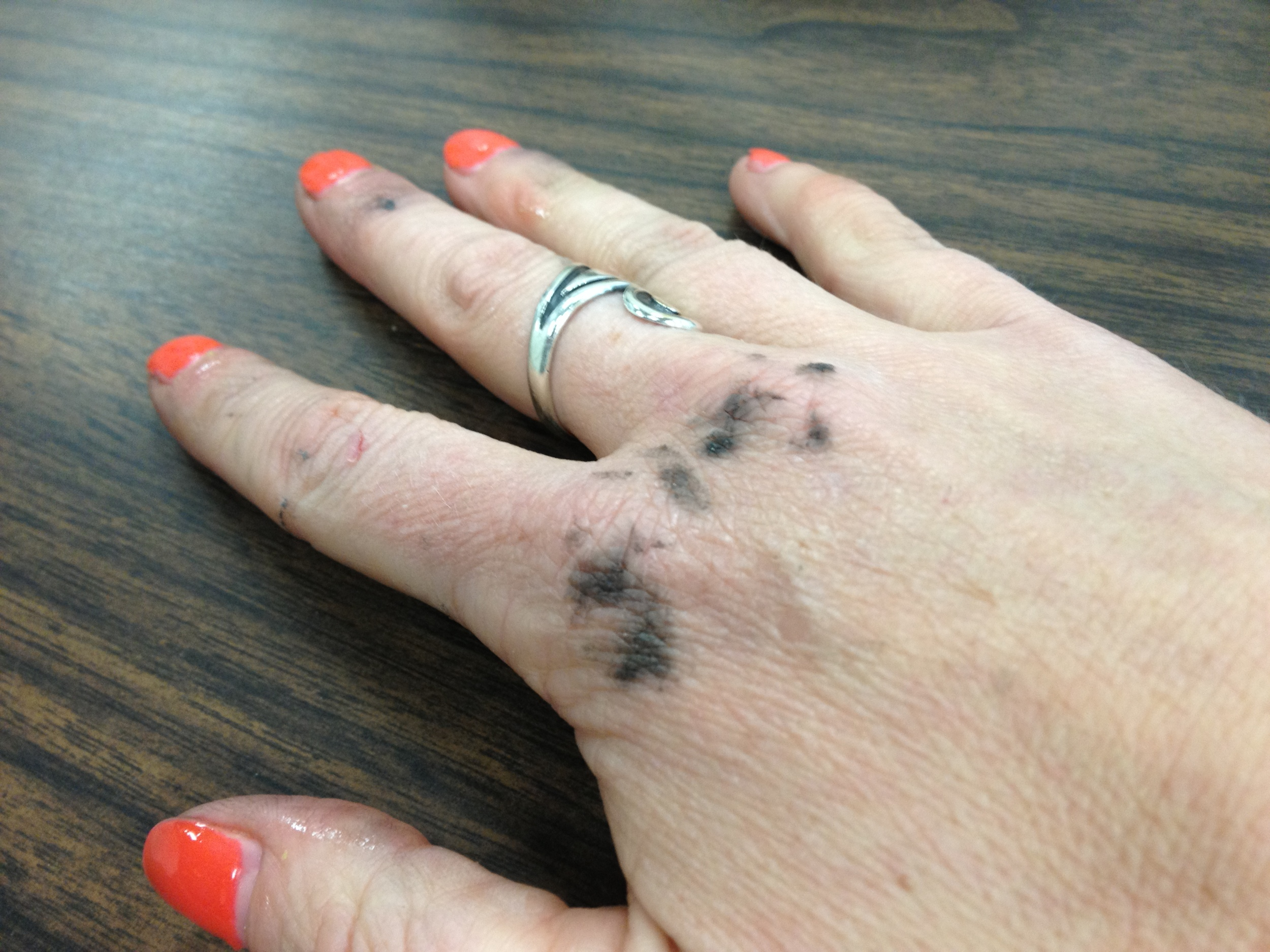 You know, orange finger nails and bike grease? Sexy!