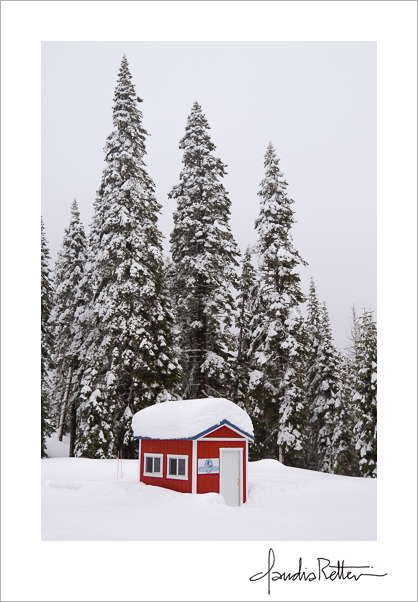 Red hut on the ski trail