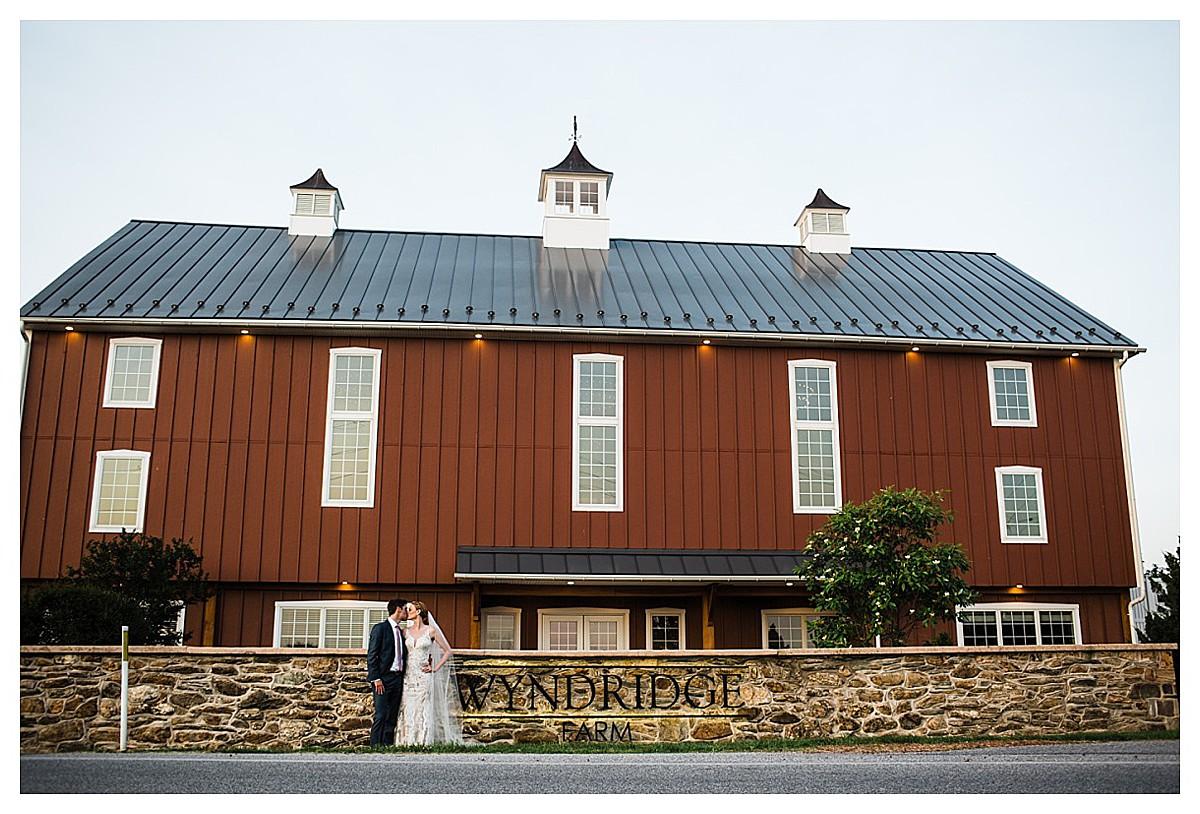 York_pa_Wyndridge_Farms_Wedding_erinelainephotography_1023.jpg
