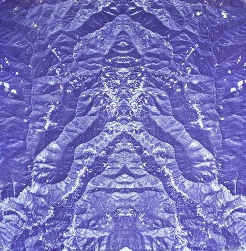 LA MONTAÑA EXHALA (THE MOUNTAIN EXHALES), 2004