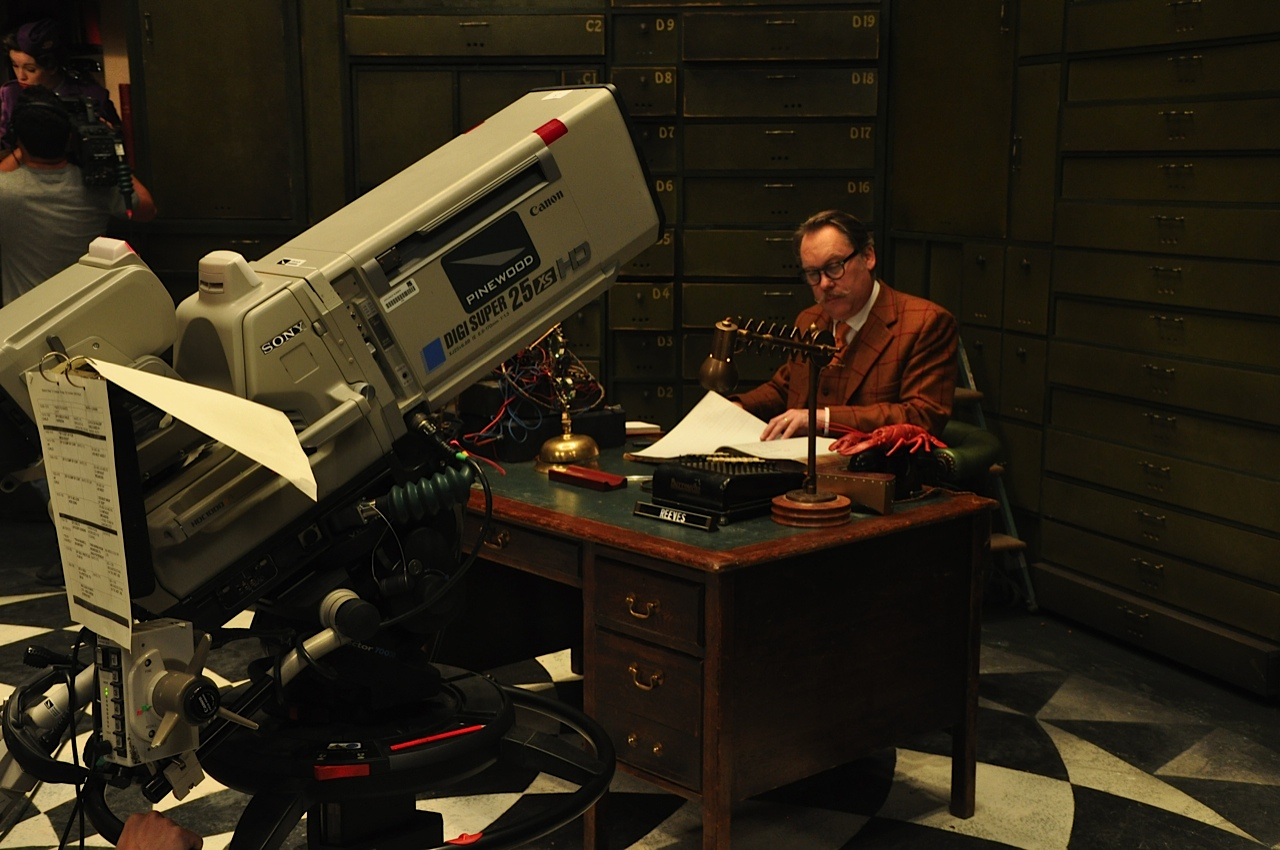 Series 2 of The Ministry of Curious Stuff- EXCLUSIVE Behind-the-scenes Photos of Vic Reeves & the Cast