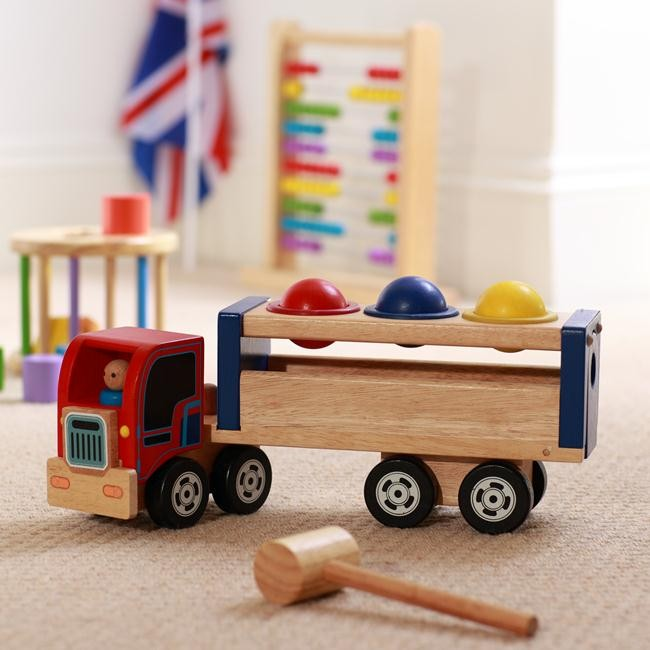 WIN Wooden London in a Bag from Handpicked Collection