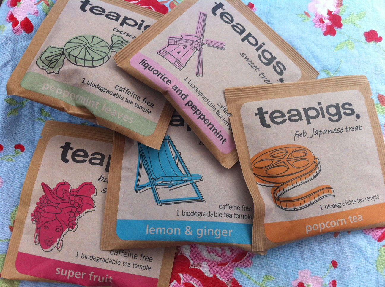 Popcorn & Chocolate Teas? That'll be teapigs. 15% off orders, Exclusively for World of Kitsch readers.