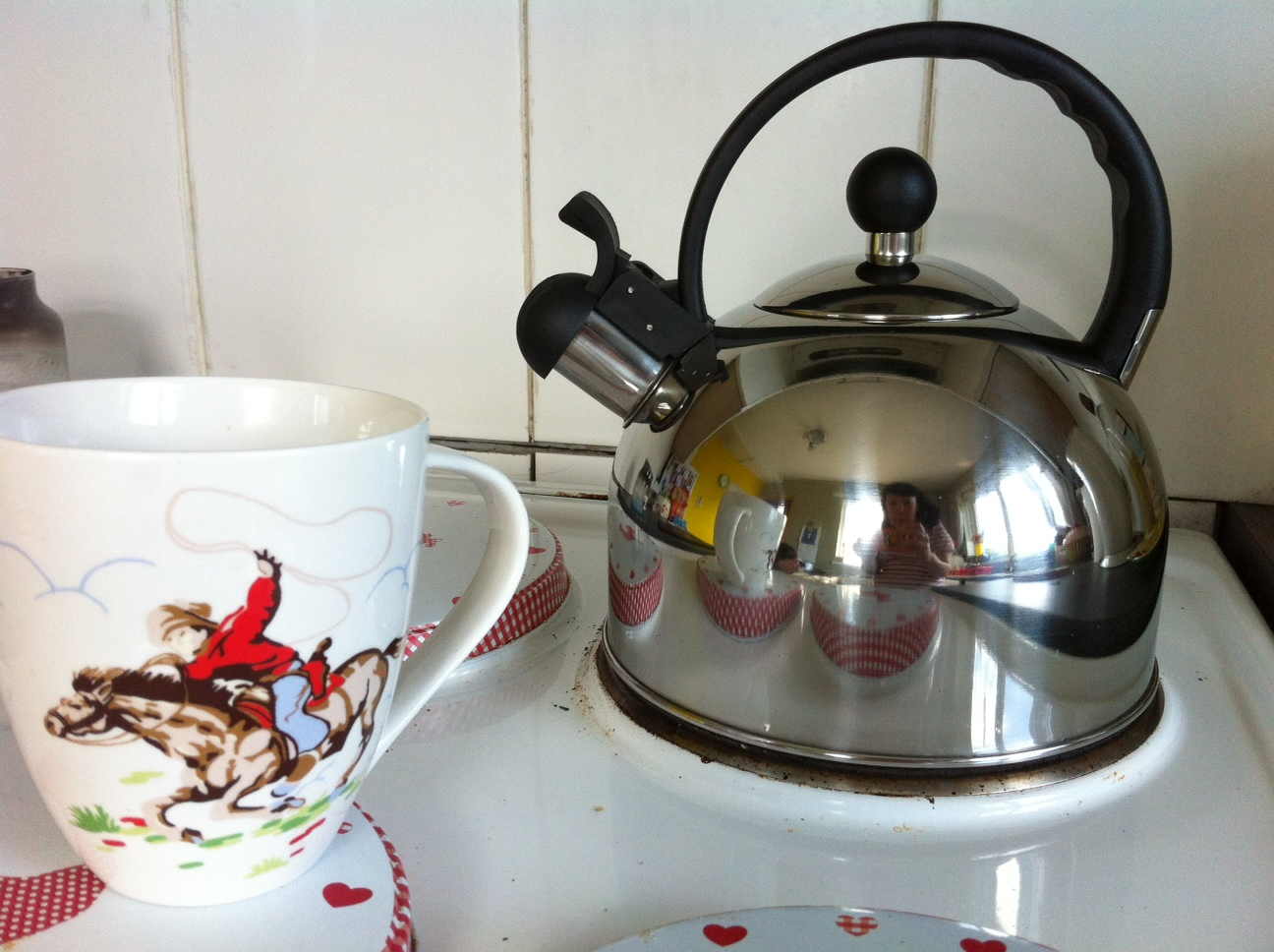Grab Your Own Retro Whistling Kettle from Sabichi