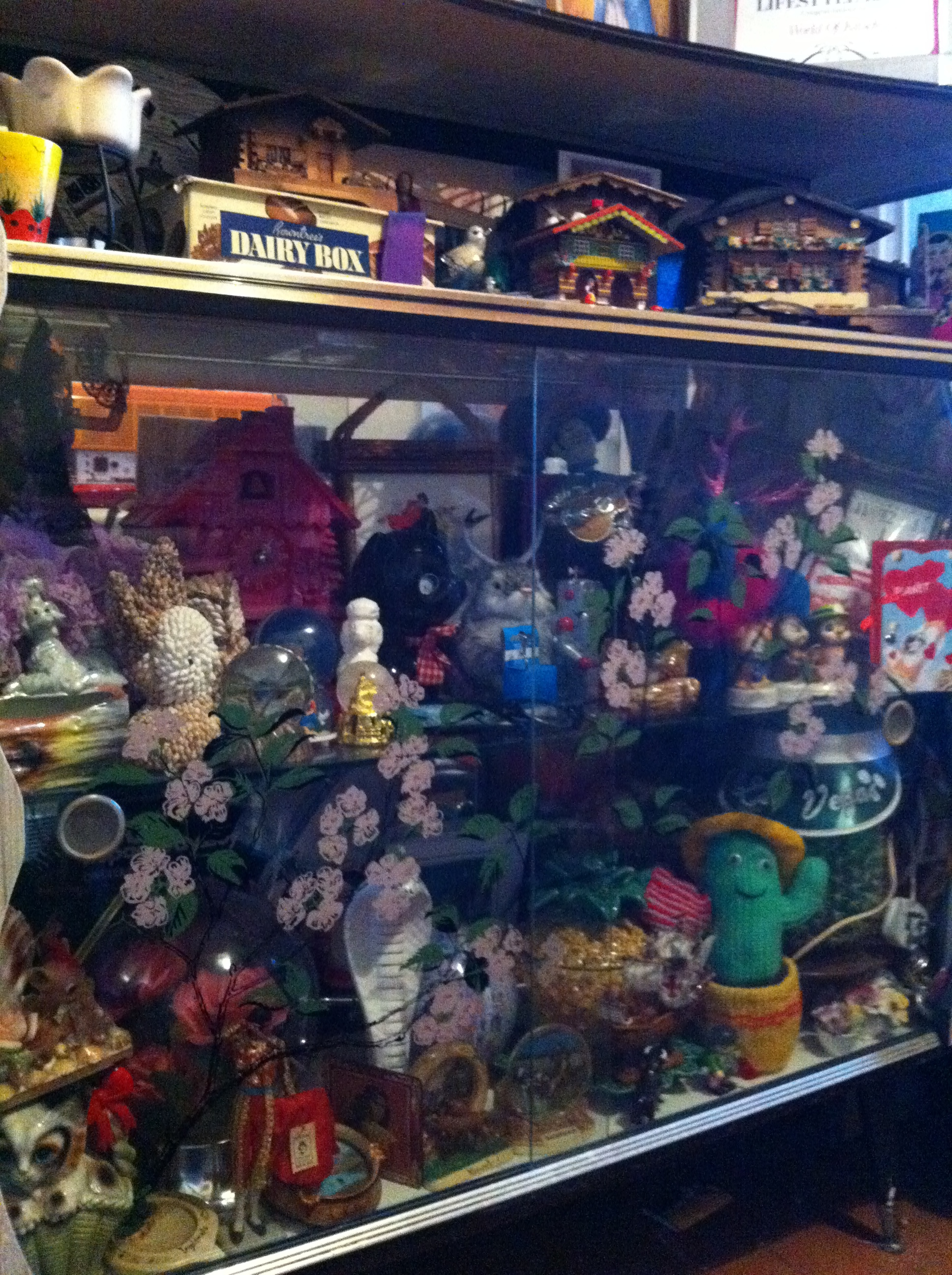 The World of Kitsch is 1000- Have a nosy round my House.
