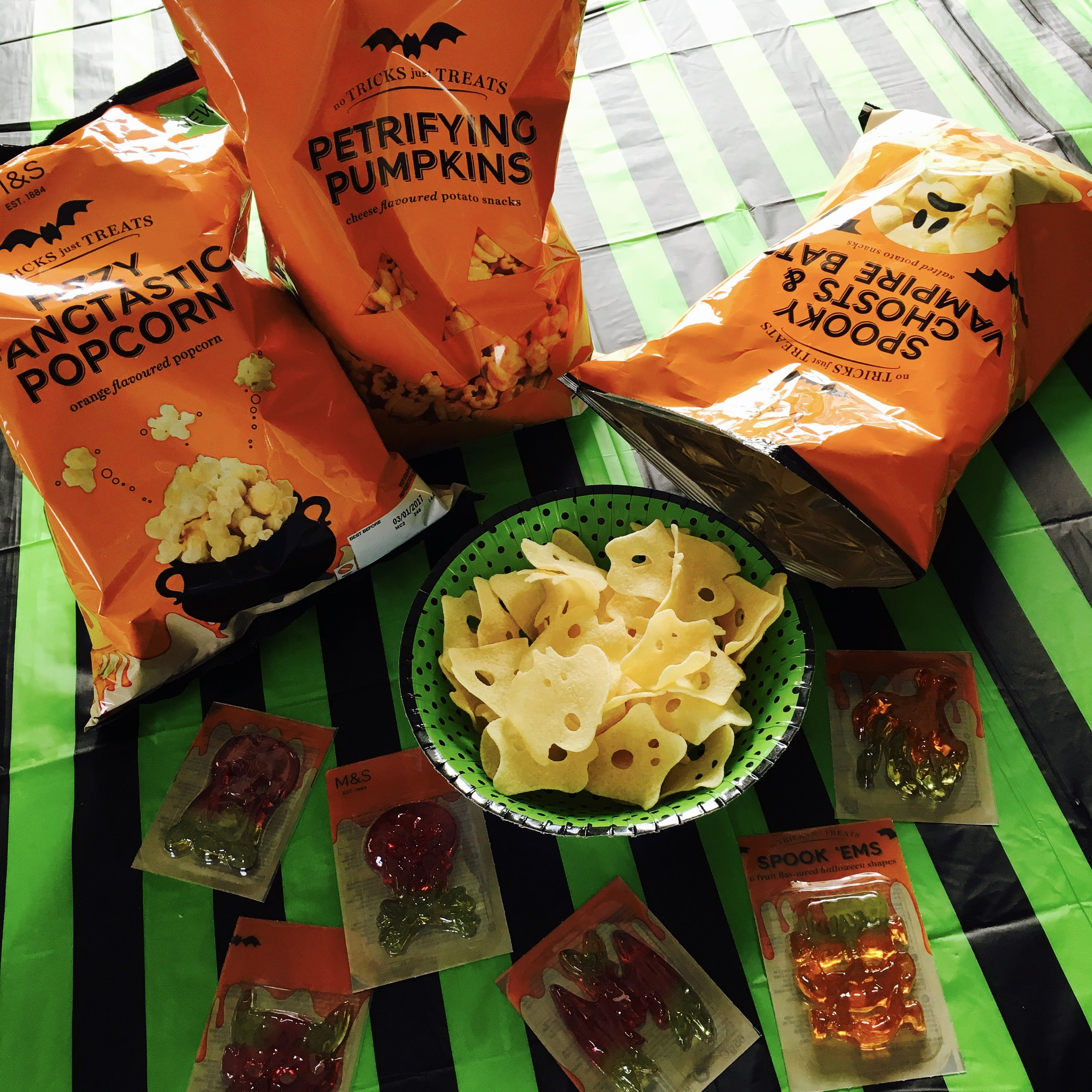 Orange popcorn £1.50 : Pumpkin snacks £2 : Ghosts & Bats £2