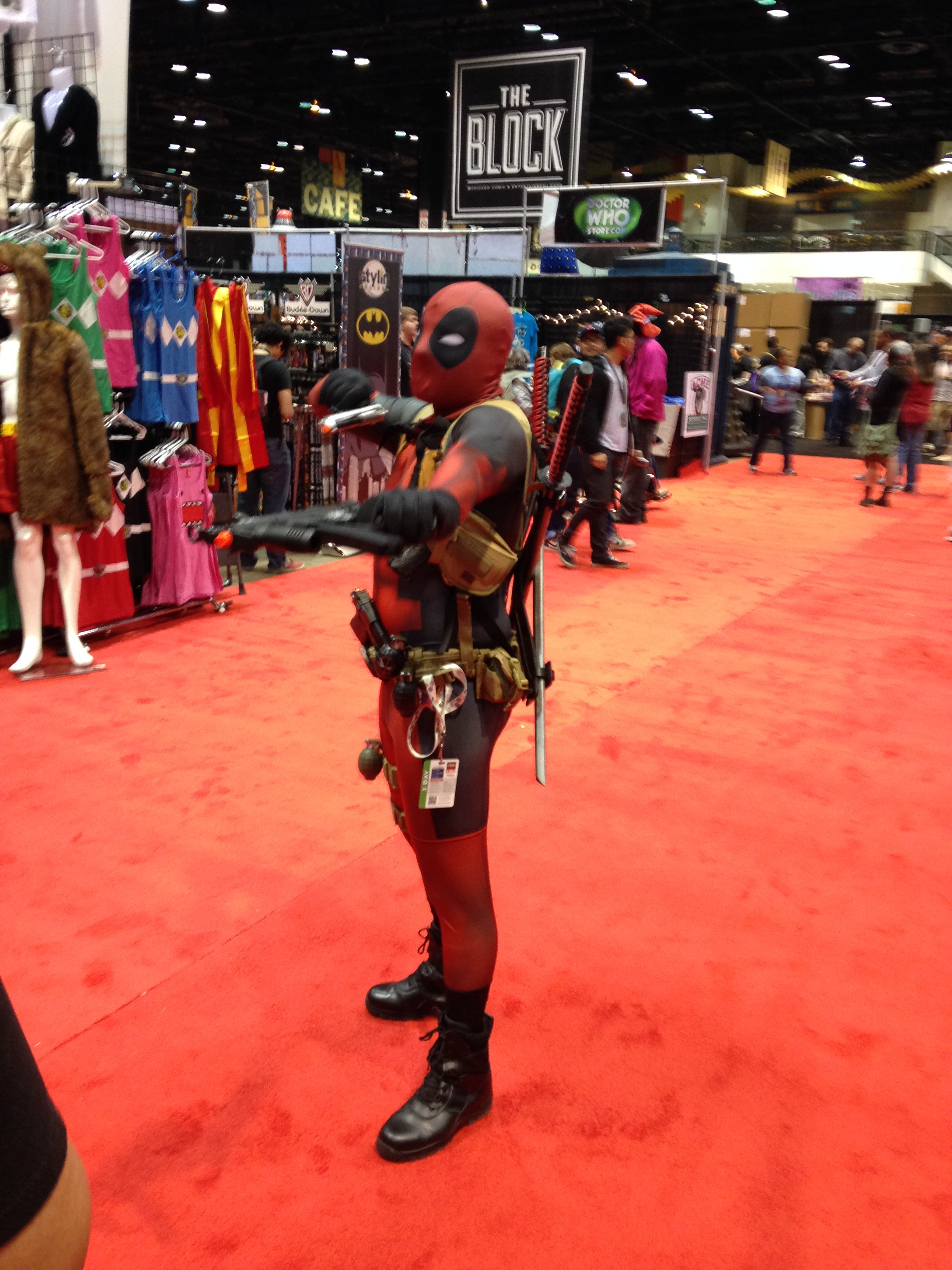 C2E2 Cosplayer - Deadpool