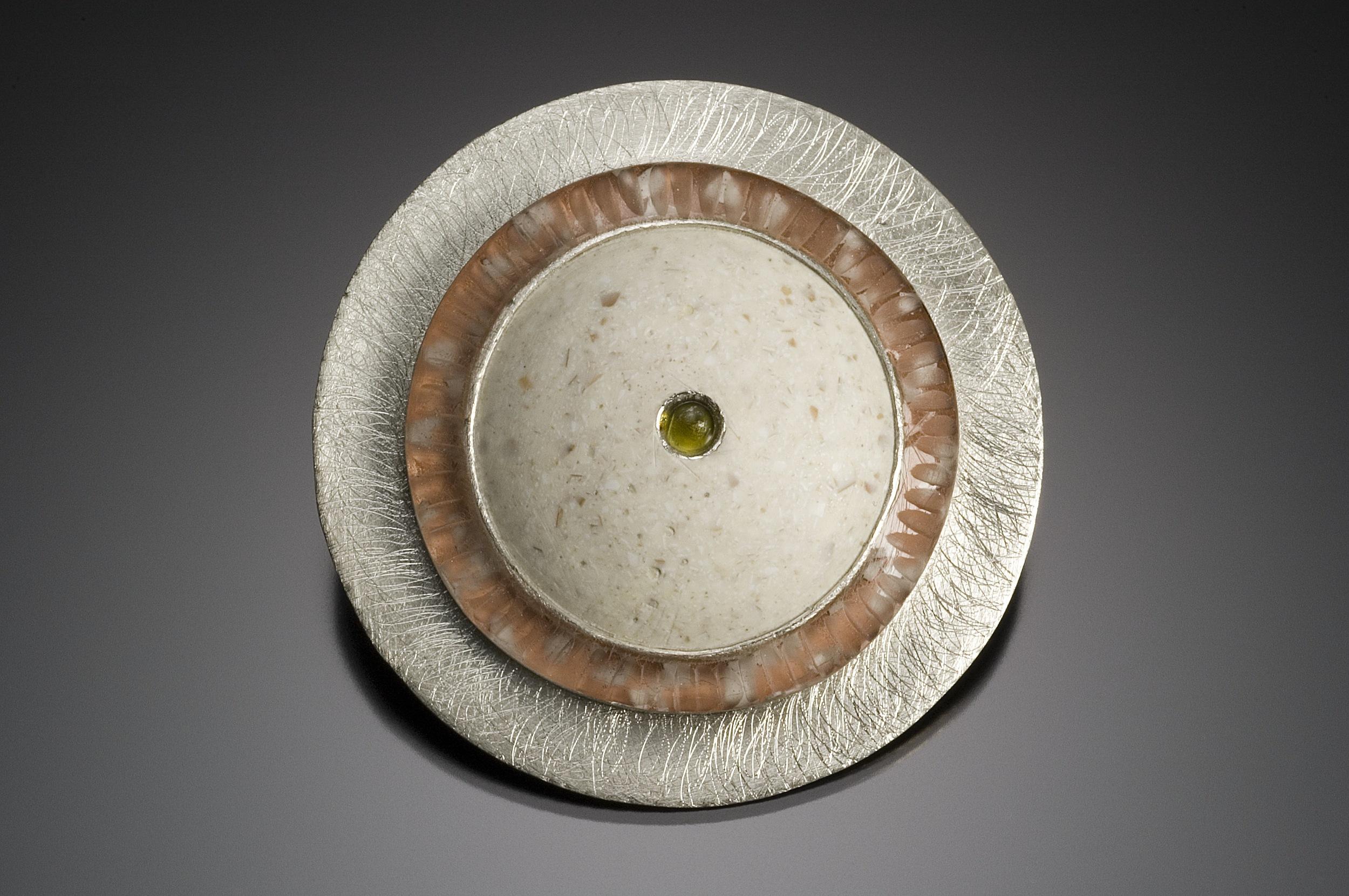 disc brooch w wht shell,peridot.jpg