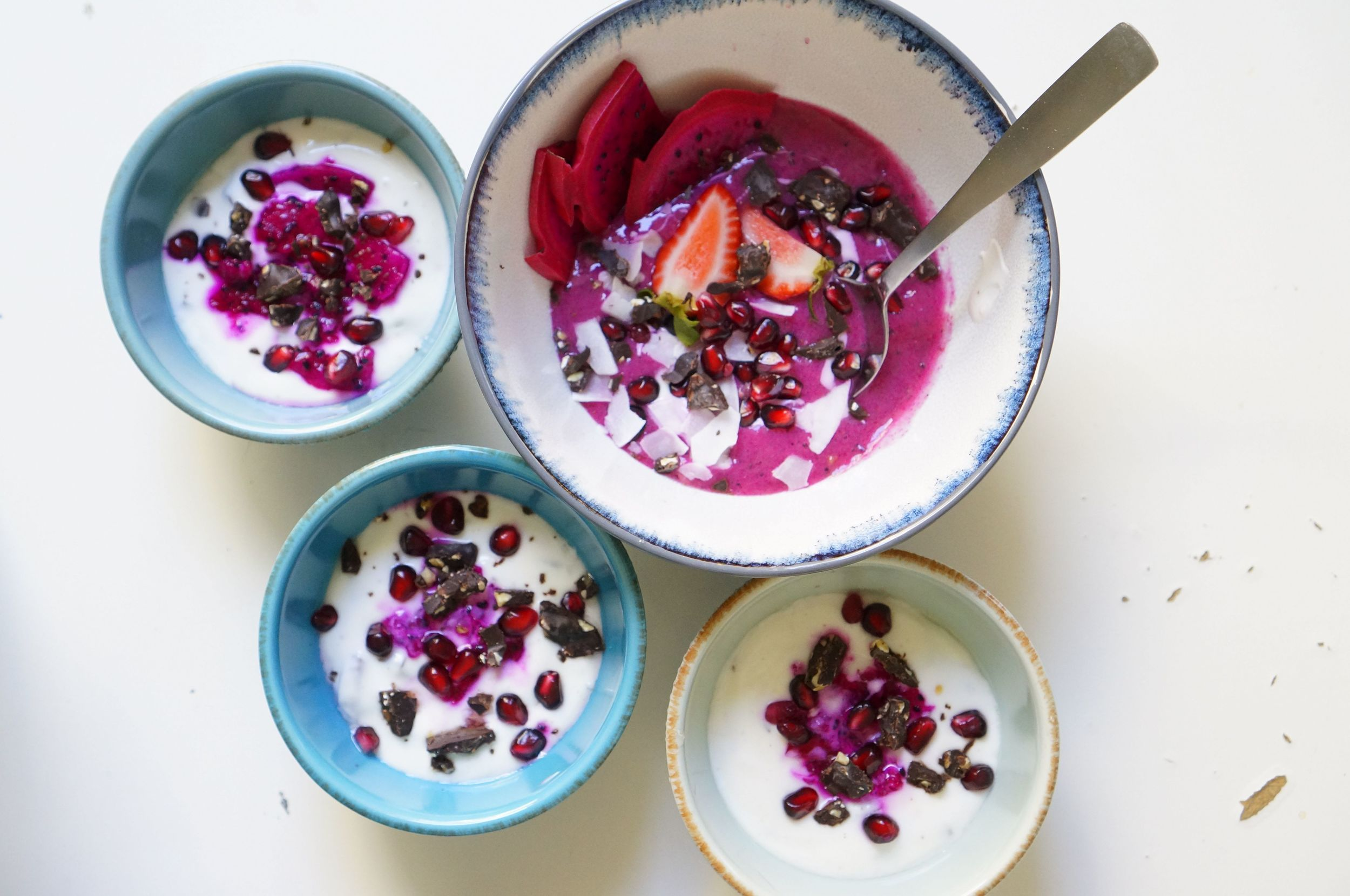 Strawberry and pitaya smoothie bowl1.jpg