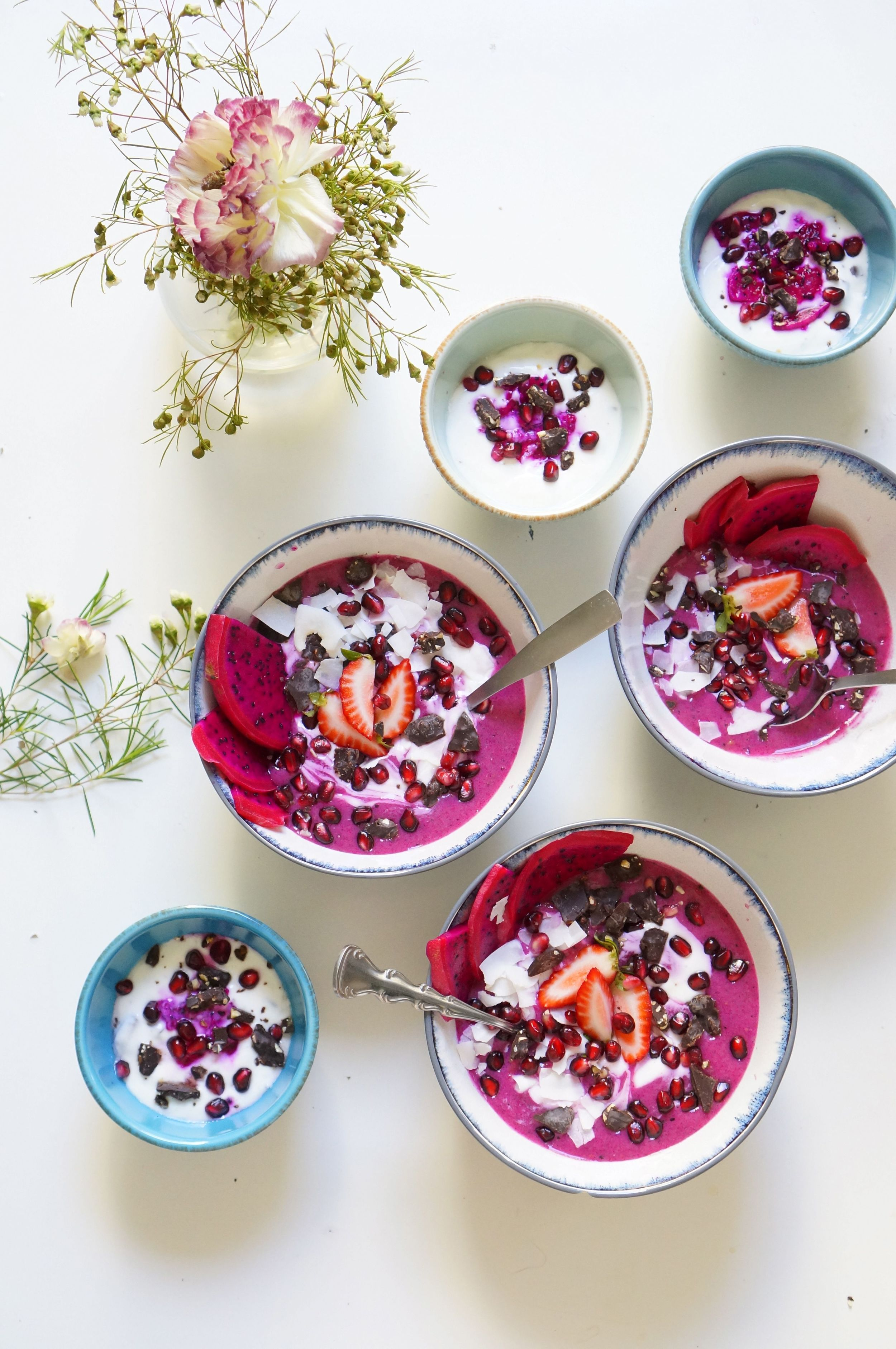 Strawberry and pitaya smoothie bowl3.jpg