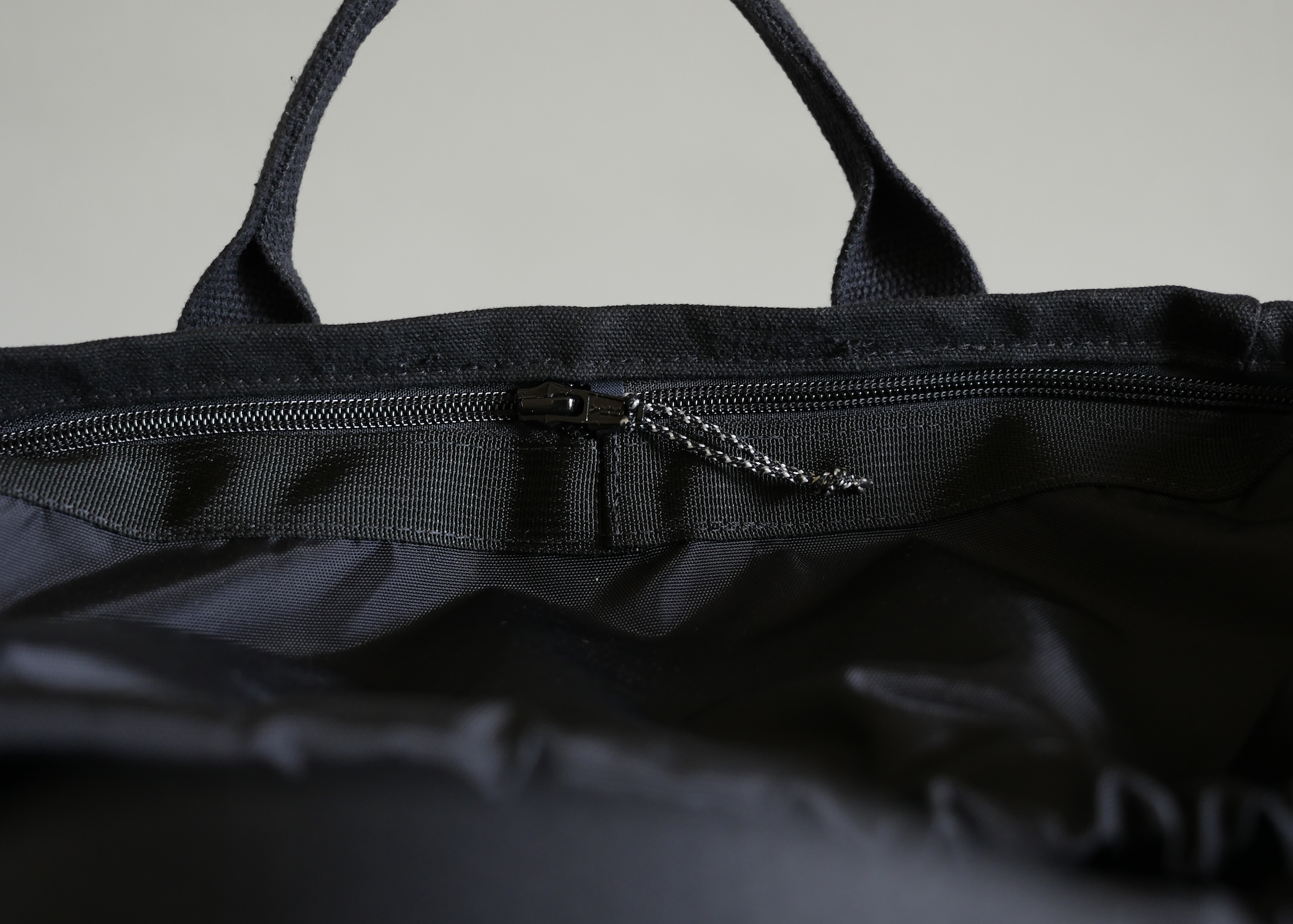 Smooth and strong coil zipper was the best choice for the removable liner. You'll be pleasantly surprised how easy removing and reinstalling the liner really is.