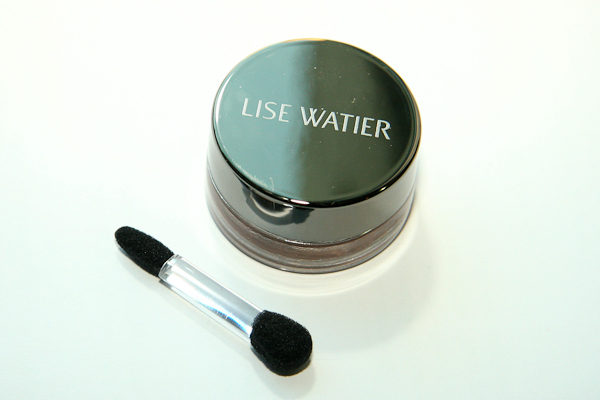Lise Watier's Ombre Souffle Supreme eyeshadow comes in a glass jar with a screwtop lid. It's a little smaller and lighter than a MAC Paint Pot. It comes with a (useless) sponge tip applicator, and you get four grams of product.