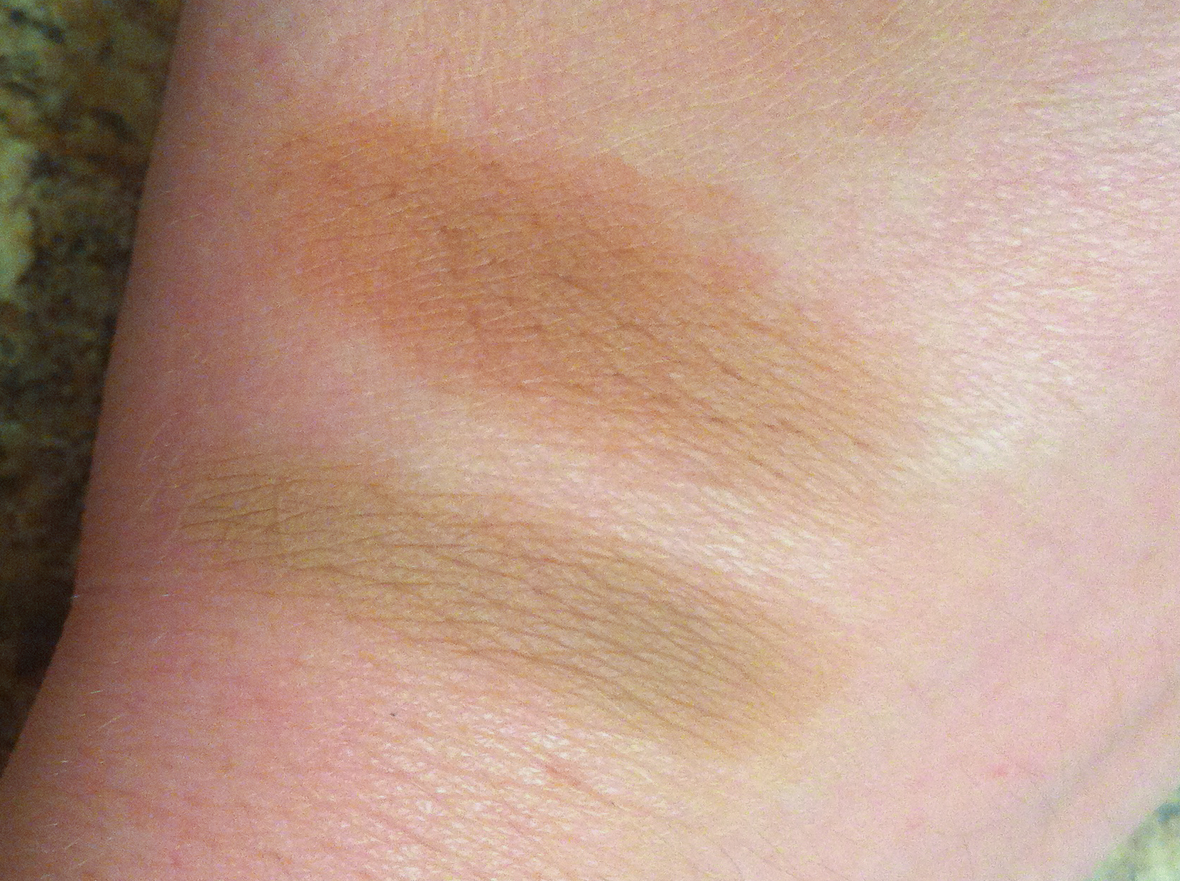 Comparison swatches: MAC Sculpting Powder in Sculpt on top, and MAC Eyeshadow in Omega on the bottom.