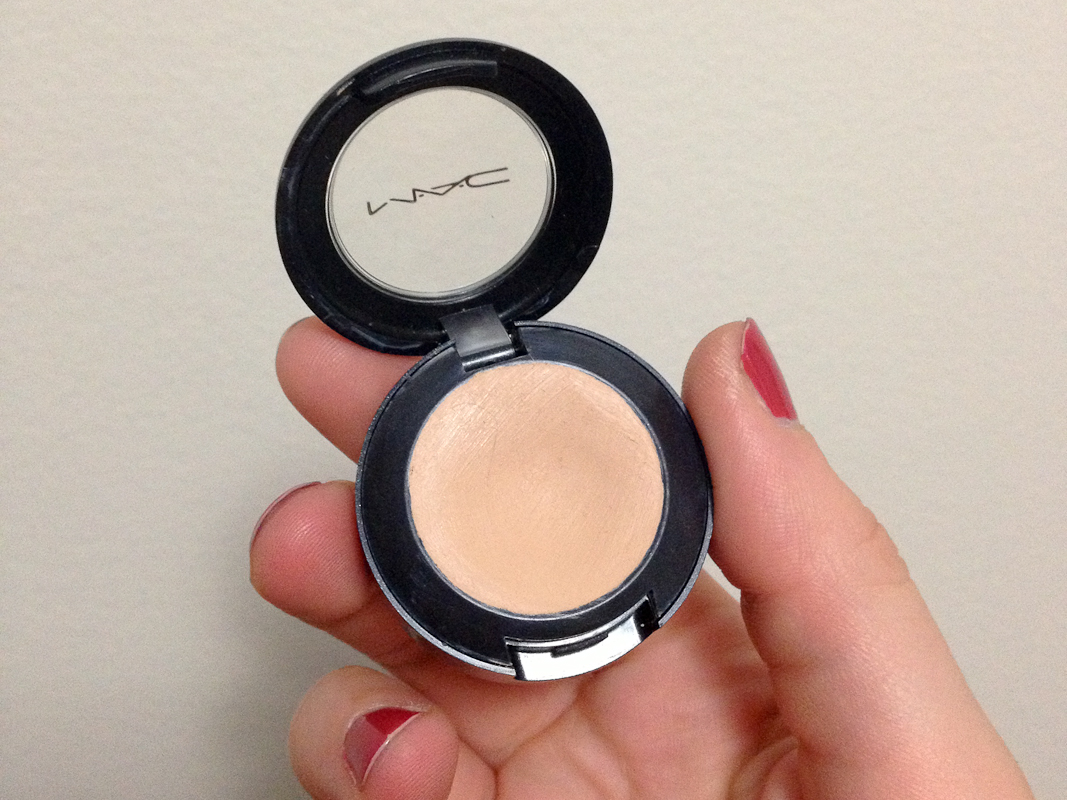 MAC Studio Finish Concealer in NW20.