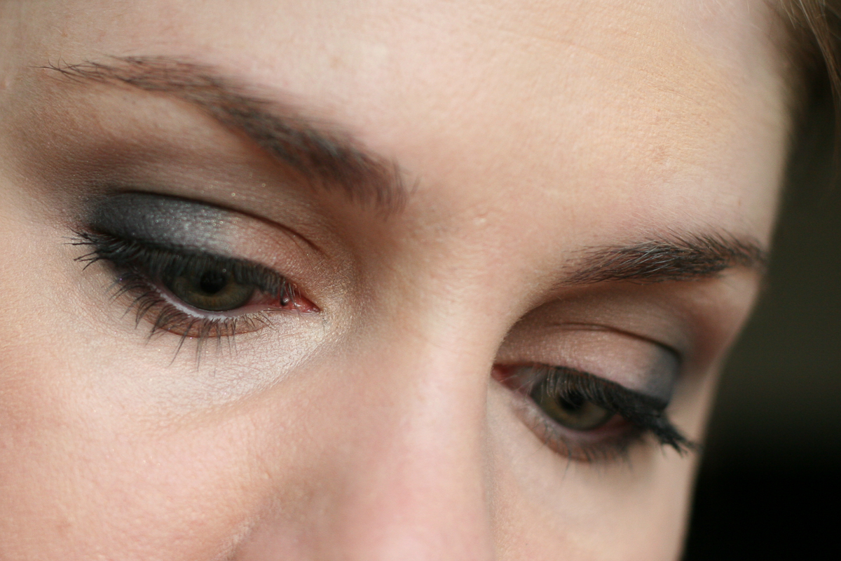 I have Naked on the inner half of my lid, Rich Navy on the outer half, Slate in the crease, and Ivory on my brow bone.