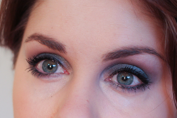 A smoky eye look starring Styli-Style's Dramatic Dip Loose Eyeshadow in Thunderhead, a cool, shimmery grey.