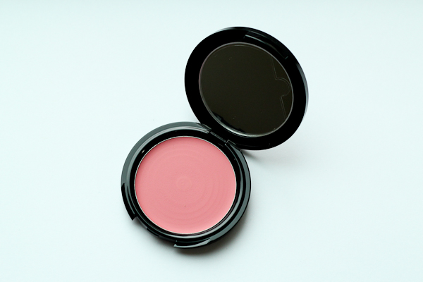 Make Up For Ever HD Blush in 210.