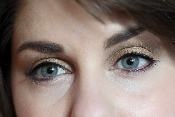 An eye of the day with Bobbi Brown's Sand Palette.