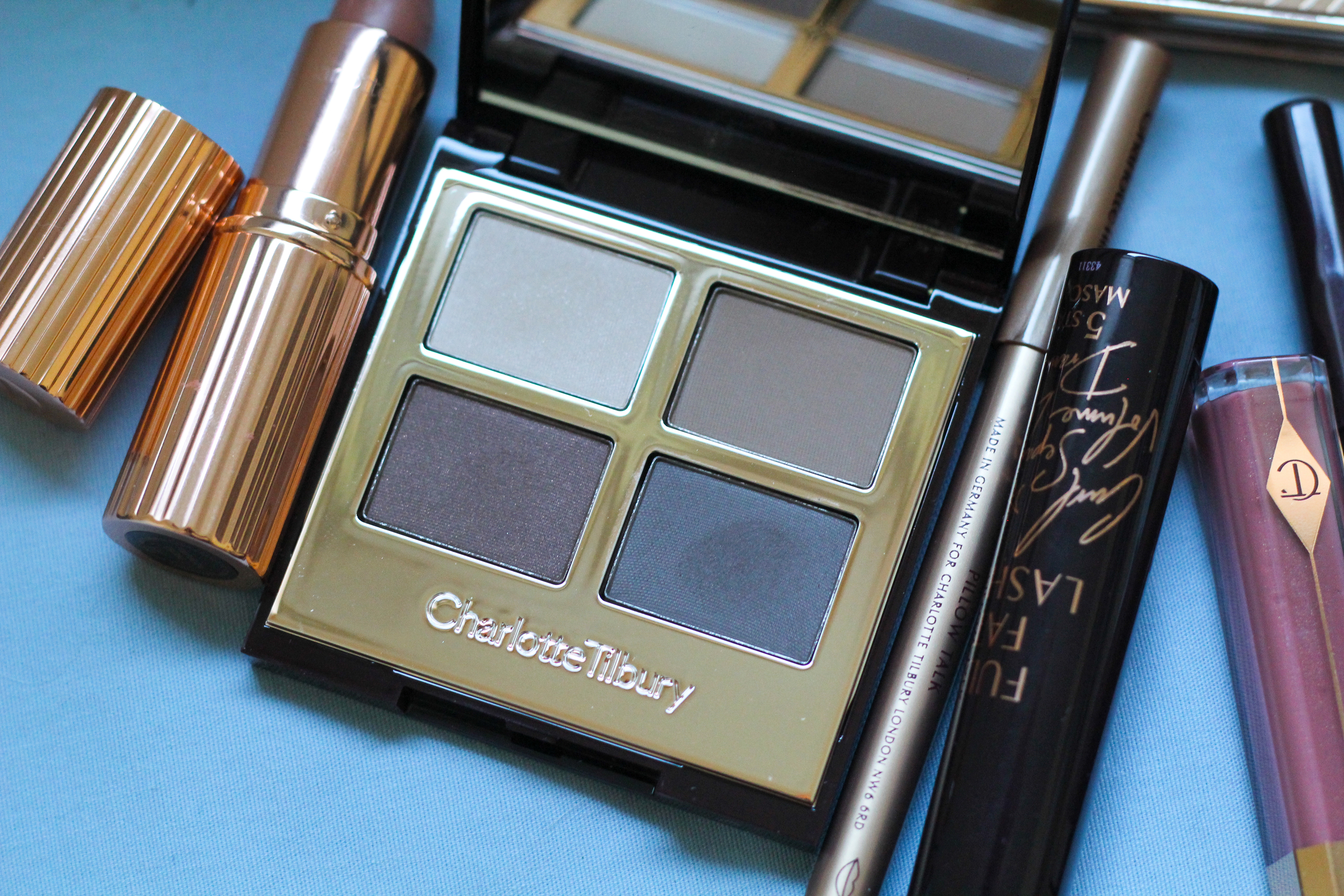 The Sophisticate Luxury Eye Palette Charlotte Tilbury.
