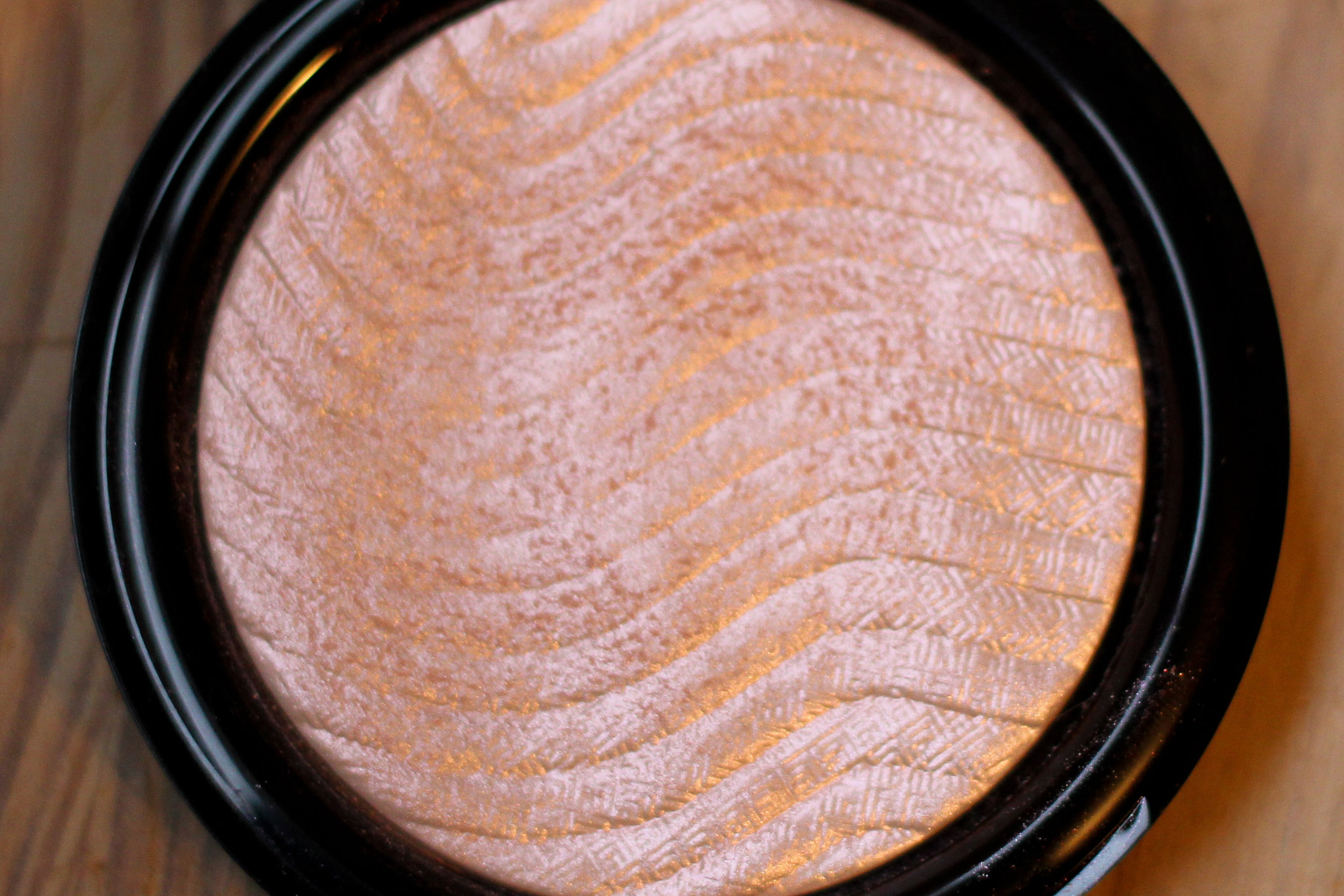 Make Up For Ever Pro Light Fusion Undetectable Luminizer in 01.