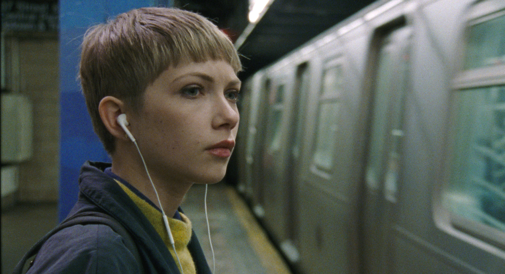 Tavi Gevinson in a scene from Dustin Guy Defa's  Person to Person  {Photo: MAGNOLIA PICTURES}