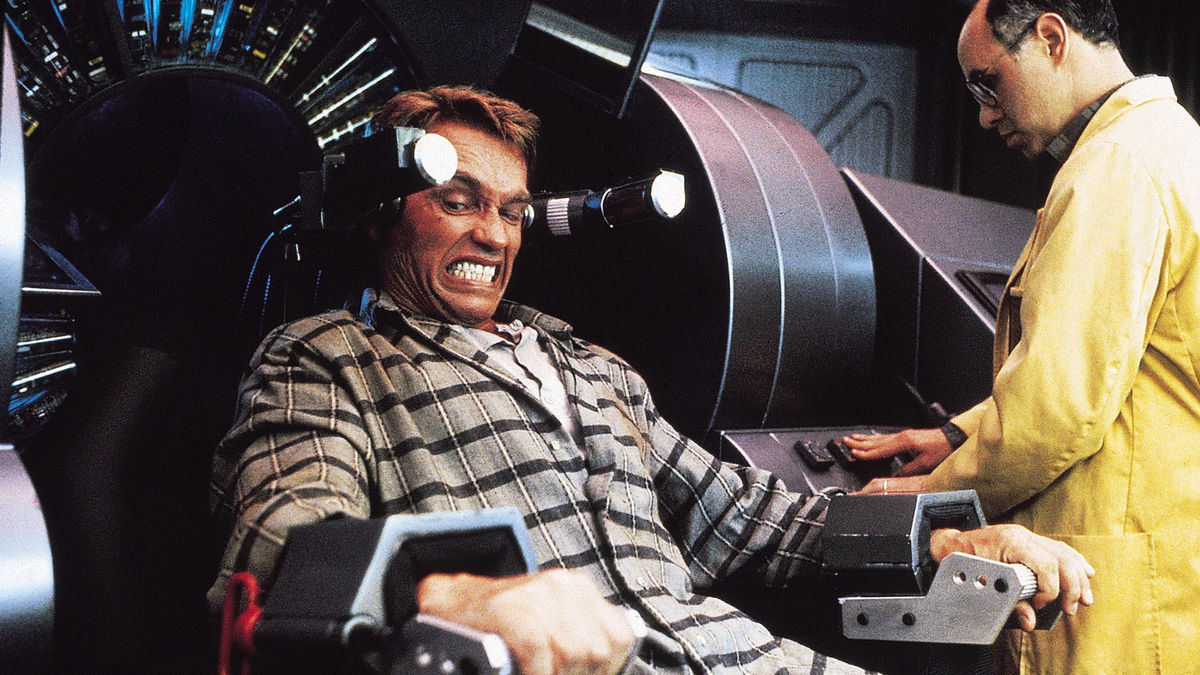 Arnold Schwarzenegger in a scene from Paul Verhoeven's  Total Recall  {Photo: TRISTAR PICTURES}